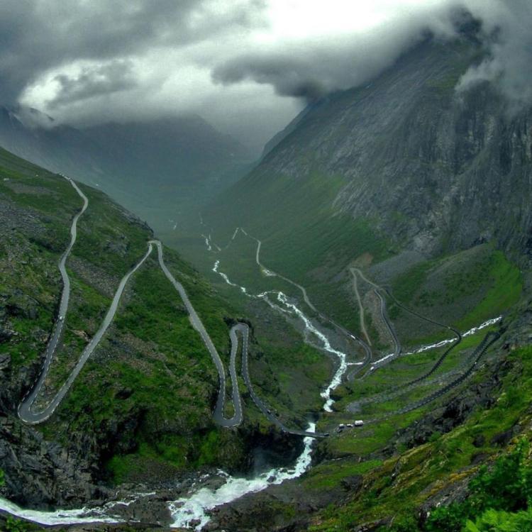 Winding-Road-Mountain-Pass-Trollstigen-Norway-1024x1024