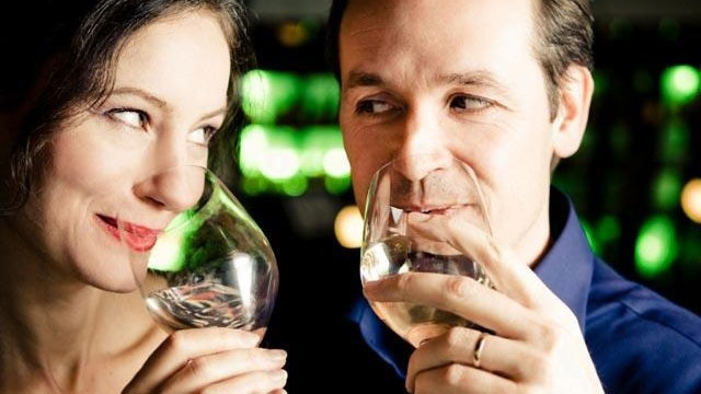middle-aged-couple-drinking-wine-on-date